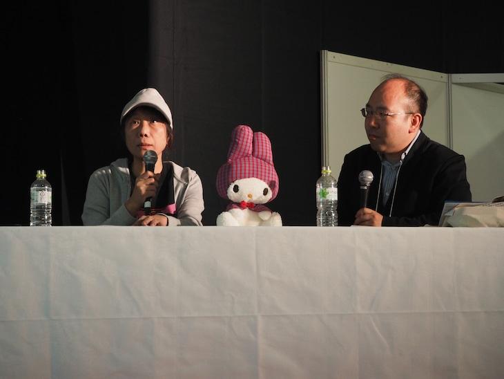 「第6回 新千歳空港国際アニメーション映画祭」でのトークショーの様子。左から森脇真琴、石岡良治。