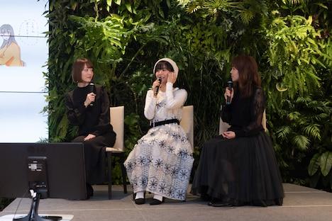 左から花澤香菜、茅野愛衣、小原好美。