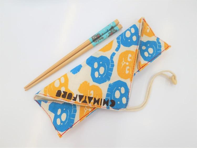 末次由紀描き下ろしの箸袋。