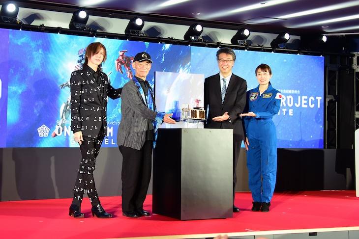 「G-SATELLITE 宇宙へ」記者会見より。左からSUGIZO、富野由悠季、中須賀真一教授、宇宙飛行士の山崎直子氏。