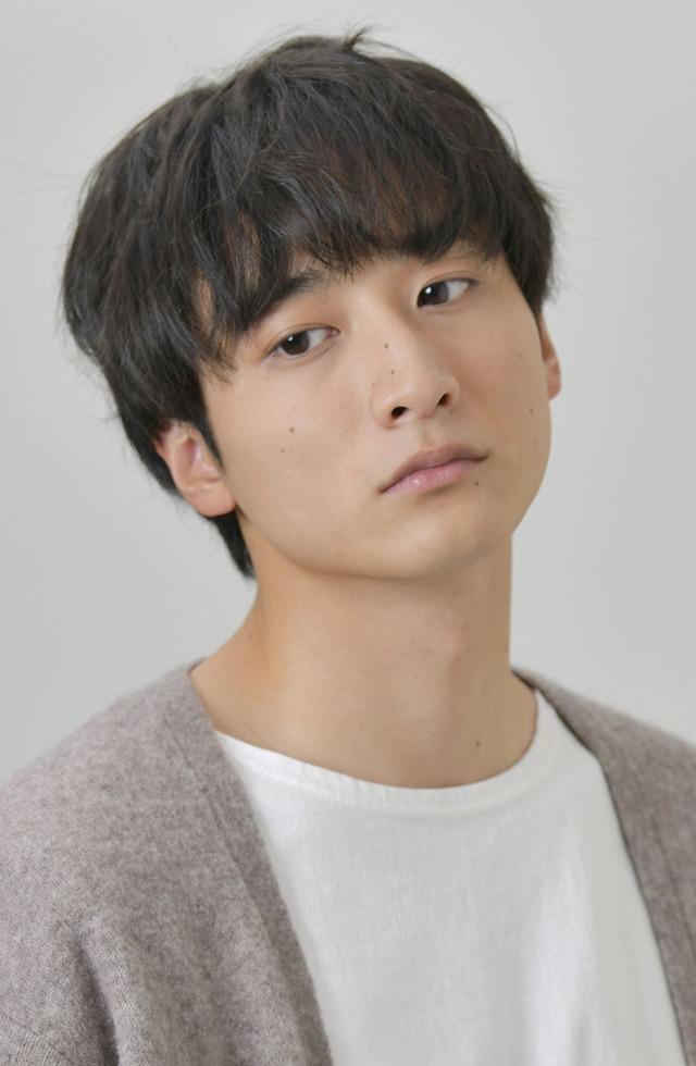 松田健役の小関裕太。(c)「来世ではちゃんとします」製作委員会