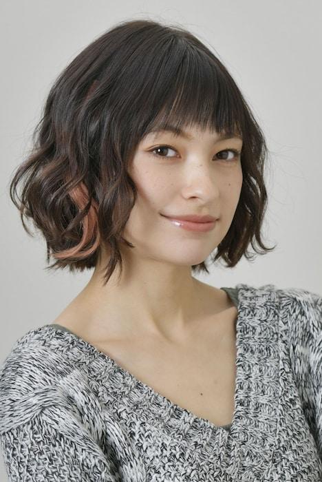 高杉梅役の太田莉菜。(c)「来世ではちゃんとします」製作委員会