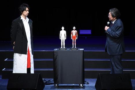 左から斎藤工、樋口真嗣監督。