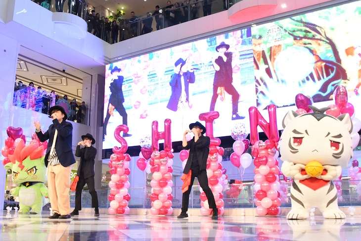 劇場版「KING OF PRISM ALL STARS -プリズムショー☆ベストテン-」シークレットイベントの様子。