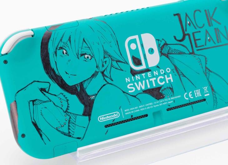 石田スイの直筆イラストあしらったNintendo Switch Lite。