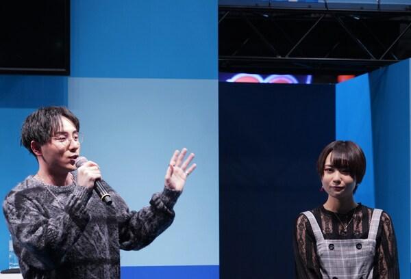 左から鈴木崚汰、富田美憂。