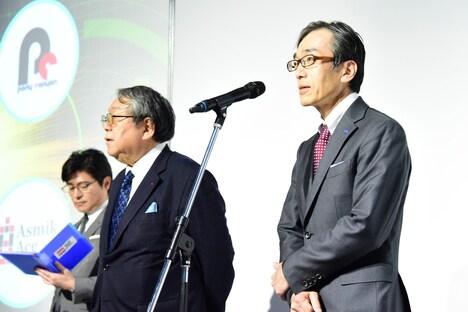 左から司会の安東弘樹アナウンサー、テレビ大阪の田中信行氏、タカラトミーの小島一洋氏。