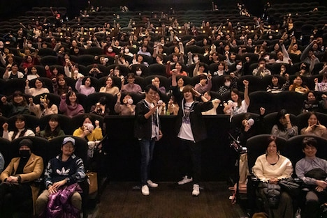 「DOUBLE DECKER! ダグ&キリル」オールナイト全話上映会の様子。左から三上哲、天崎滉平。