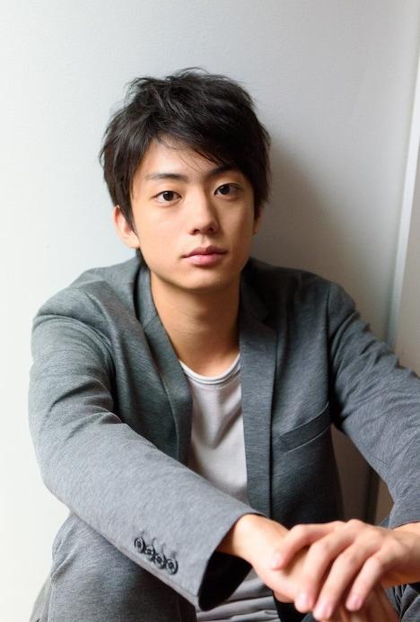 今泉俊輔役の伊藤健太郎。