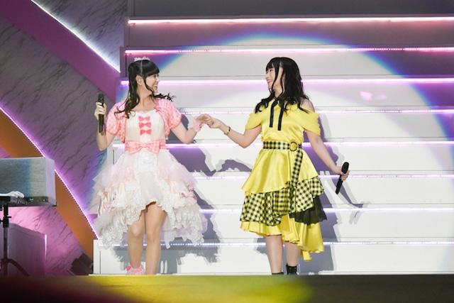 「リリカル☆ライブ」より。左から田村ゆかり、水樹奈々。写真:キングレコード提供