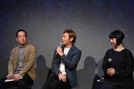 左からネイキッドのジェネラルマネージャー・中川伸作氏、つるの剛士、手塚プロダクション取締役の手塚るみ子。