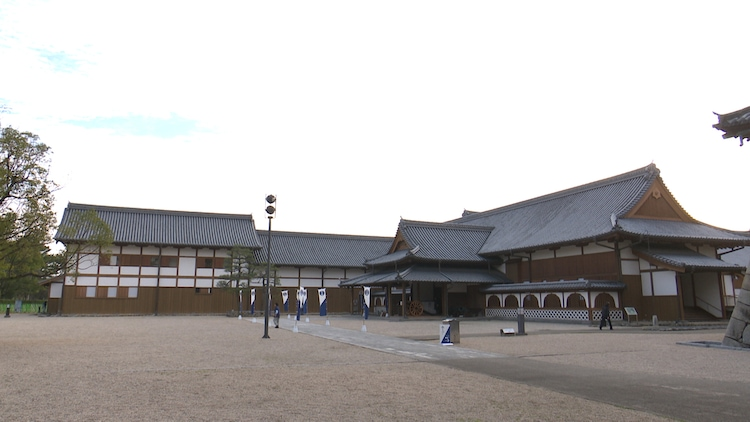 「ロンブー淳のゾンビランドサガ聖地巡礼ツアー」より、佐賀県立佐賀城本丸歴史館での様子。