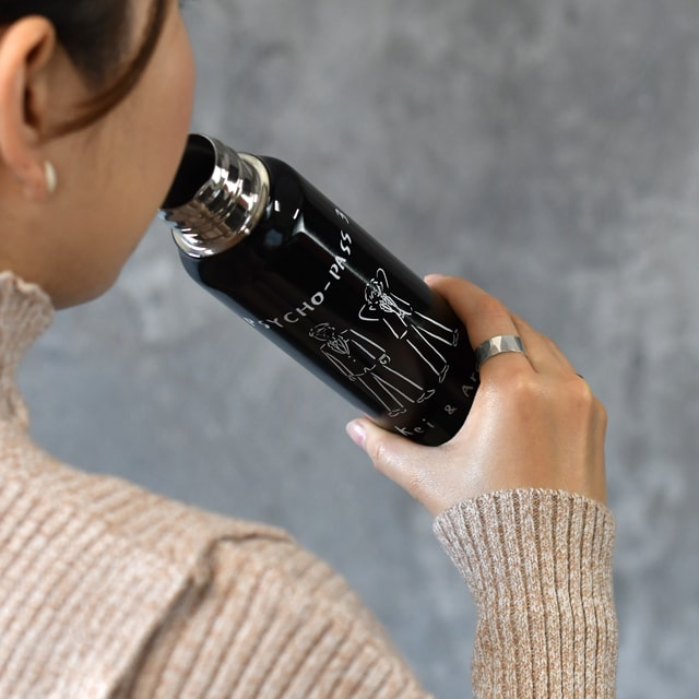 ステンレスボトル使用イメージ。