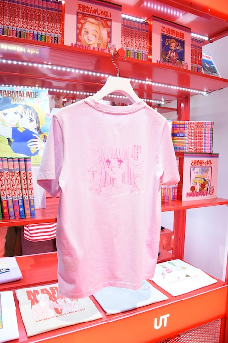 「マンガ UT りぼん 65周年」のコーナー。中央は「ときめきトゥナイト」コラボTシャツ。