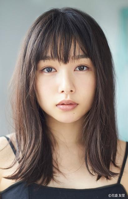 木下まいる役の桜井日奈子。