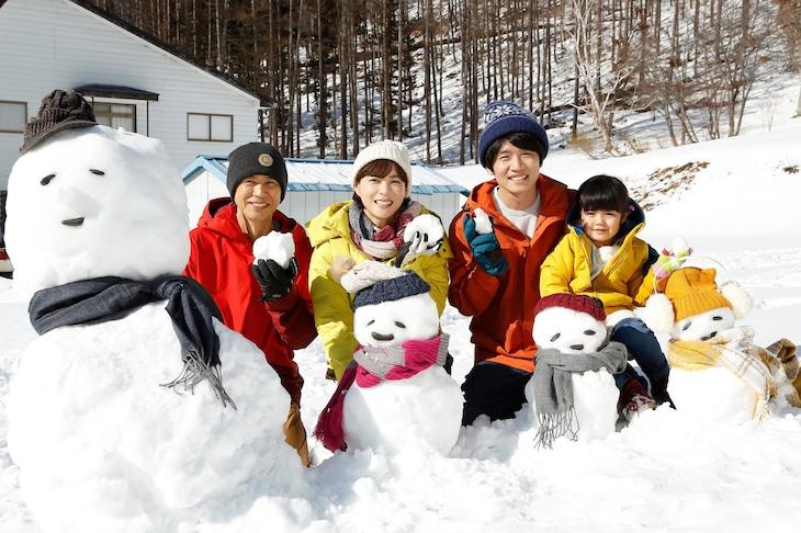 クランクイン日に撮影された集合写真。左から時任三郎、上野樹里、風間俊介、加藤柚凪。