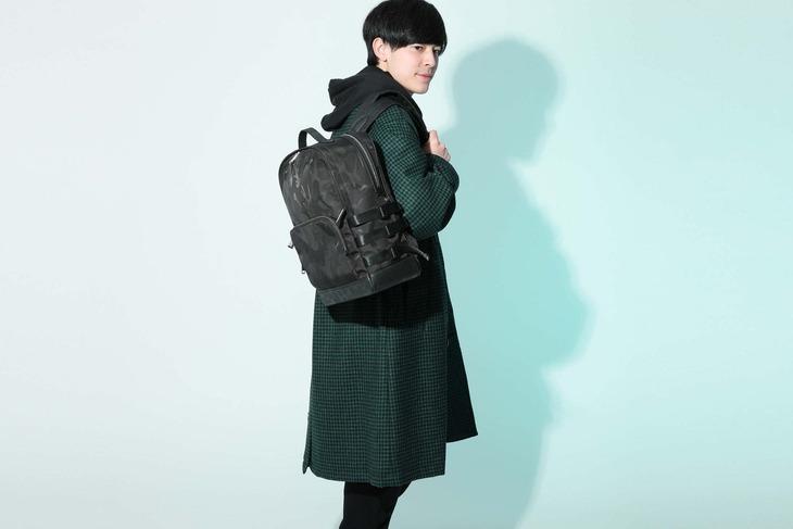 竈門炭治郎モデルのバッグの使用イメージ。