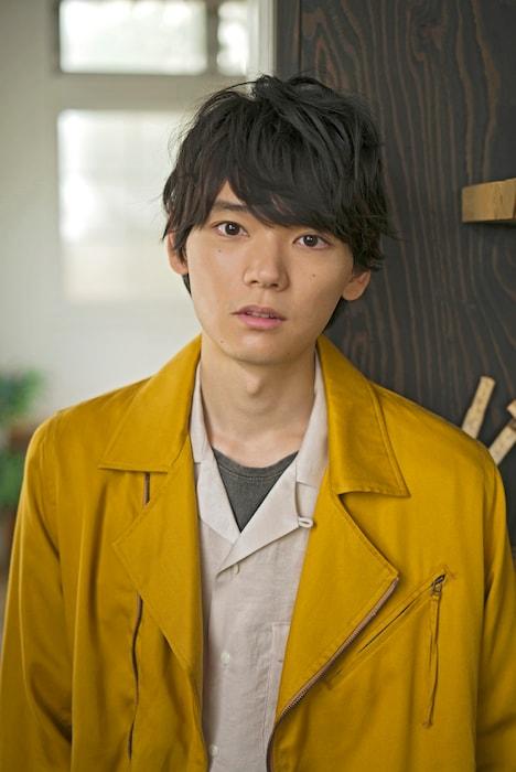 狐塚光臣役を演じる古川雄輝。