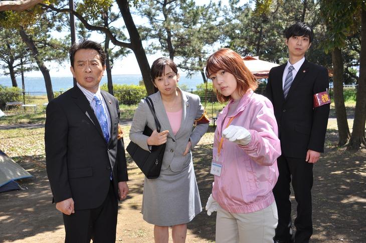 TVドラマ「警視庁・捜査一課長2020」第6話より。右から2番目が内田真礼。