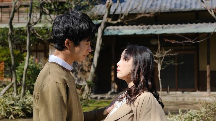 ドラマ「30禁 それは30歳未満お断りの恋。」より、左から鈴木仁、松井玲奈。