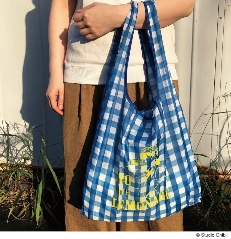 エコバッグの使用イメージ。