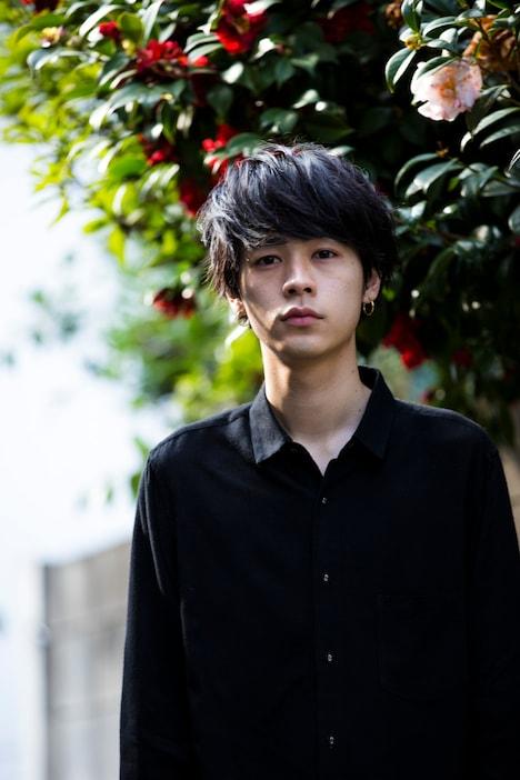 小野塚綾役を演じる成田凌。