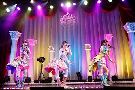 ミラクル☆キラッツ。左から厚木那奈美、林鼓子、久保田未夢。