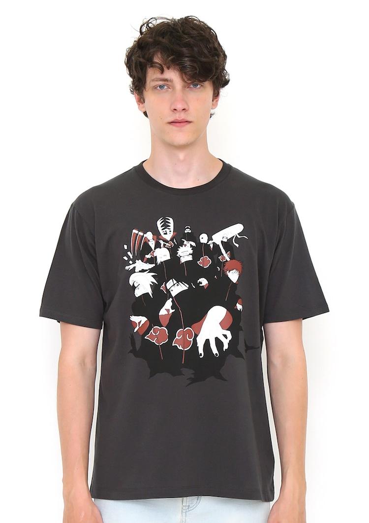 「NARUTO-ナルト-」をモチーフにしたTシャツの着用例。