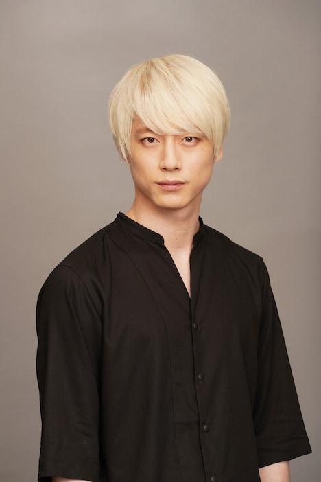 KEY役の坂口健太郎。