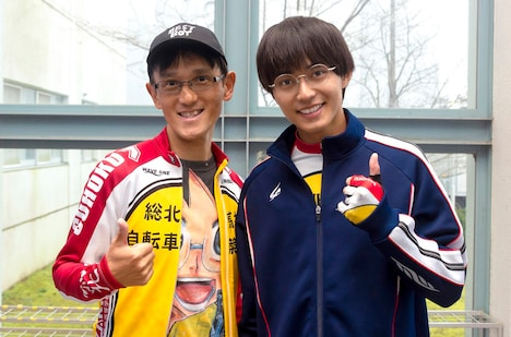 渡辺航と実写映画版で小野田坂道を演じる永瀬廉。