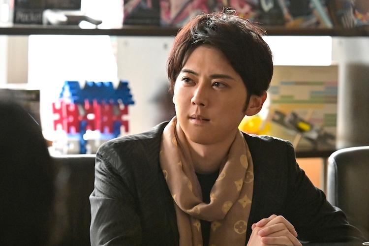 TVドラマ「おカネの切れ目が恋のはじまり」に出演する梶裕貴。