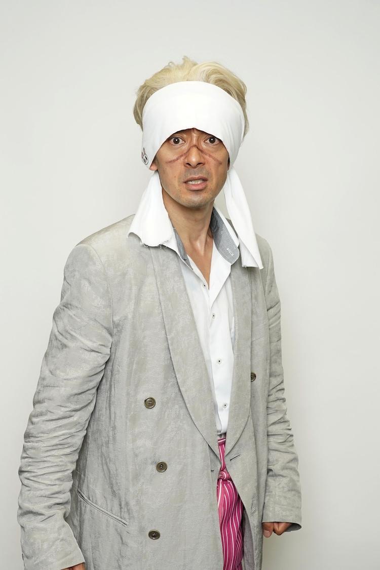 滝藤賢一扮する白川虎二郎。