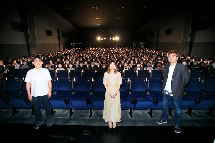 劇場版「SHIROBAKO」の舞台挨拶「悪あがきだよヨーソロー!」の模様。左からプロデューサーの永谷敬之、宮森あおい役の木村珠莉、監督の水島努。