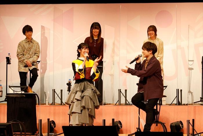 上段左から河西健吾、大地葉、上田麗奈、下段左から釘宮理恵、内田雄馬。