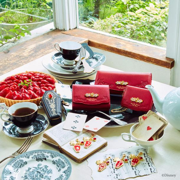 ハーツラビュル寮をイメージした財布と小物。