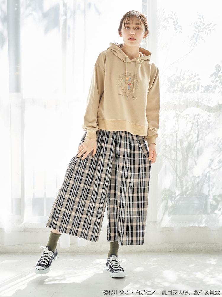 「夏目友人帳 サイドスリットパーカー」着用イメージ