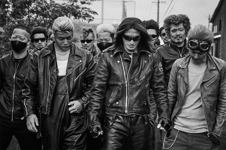 「クローズ生誕30周年記念写真集 武装戦線 THE REAL」より。