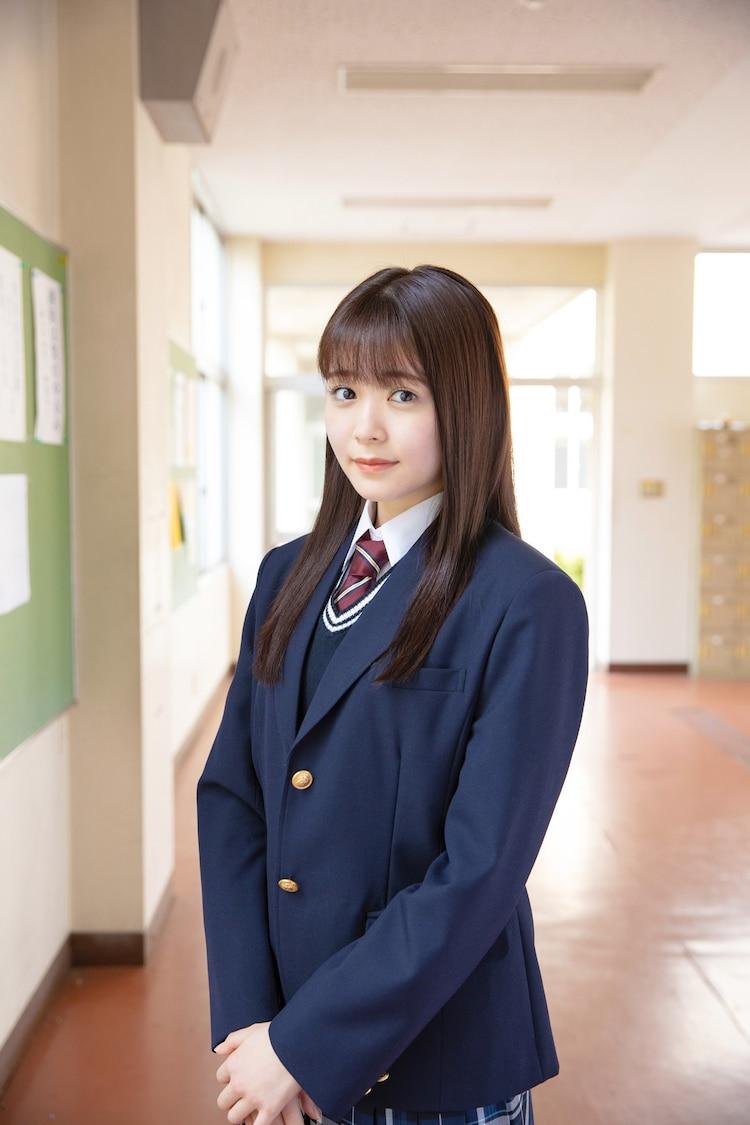 久間田琳加扮する姉崎奈緒美。 (c)西森博之/小学館 (c)「お茶にごす。」製作委員会