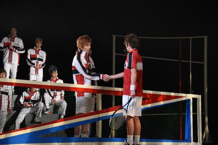 「ミュージカル『新テニスの王子様』The First Stage」より、手塚国光と大和祐大。