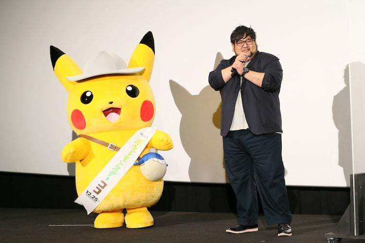 左からピカチュウ、矢嶋哲生監督。