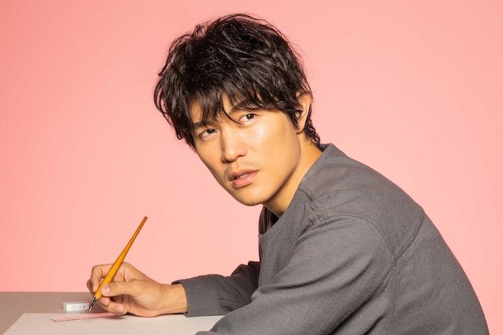 ドラマ「レンアイ漫画家」より、鈴木亮平扮する刈部清一郎。 (c)フジテレビ