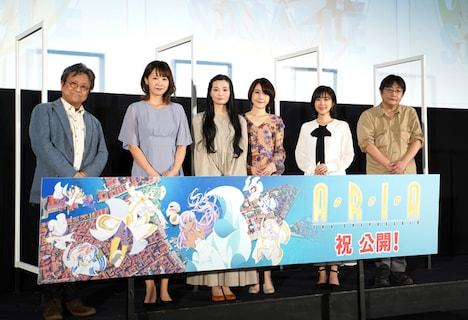 左から佐藤順一総監督、葉月絵理乃、広橋涼、佐藤利奈、茅野愛衣、名取孝浩監督。