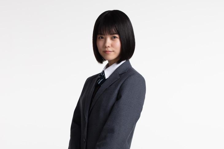 志田彩良扮する小杉麻里。