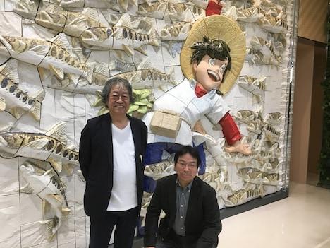 2016年に秋田空港で撮影された矢口高雄(左)と高橋よしひろ(右)の写真。(提供:横手市増田まんが美術館)
