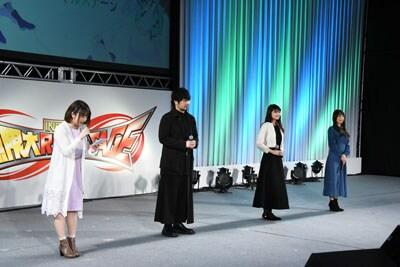 左から北山雫役の巽悠衣子、司波達也役の中村悠一、司波深雪役の早見沙織、アンジェリーナ=クドウ=シールズ役の日笠陽子。