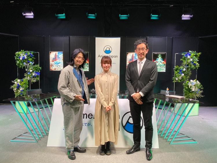 「AnimeJapan 2021」内で行われたTVアニメ「Vivy -Fluorite Eye's Song-(ヴィヴィ -フローライトアイズソング-)」ステージより。左から福山潤、種崎敦美、高橋祐馬プロデューサー。