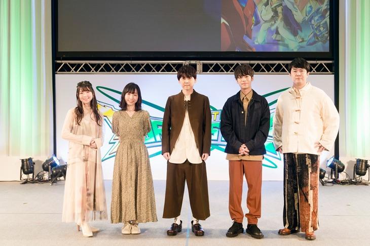 左から小澤亜李、洲崎綾、梶裕貴、小野賢章、杉田智和。