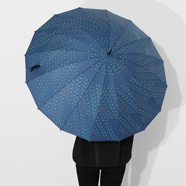 冨岡義勇モデルの傘の使用イメージ。