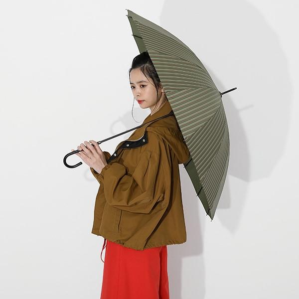 悲鳴嶼行冥モデルの傘の使用イメージ。