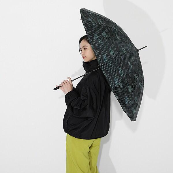 時透無一郎モデルのアウターと傘の使用イメージ。
